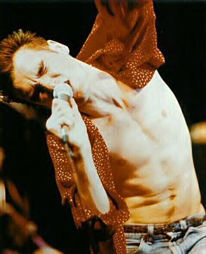 Morrissey en concert vers 1985